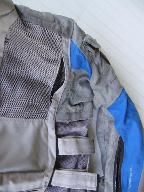 particolare-della-presa-aria-sulla-tasca-anteriore