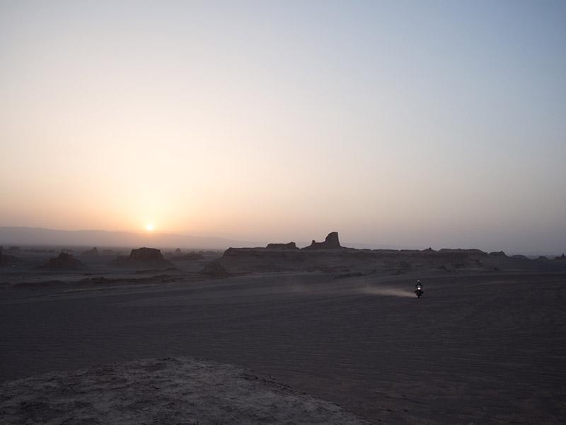 Entriamo nel deserto con le nostre moto