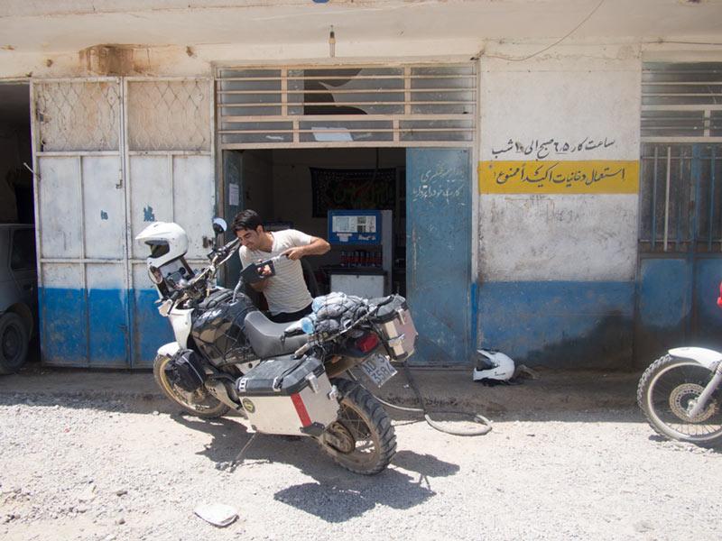iran-in-moto-2014-benzina