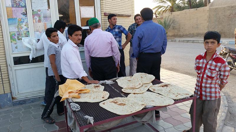 iran oasi vicino tabas compriamo il pane