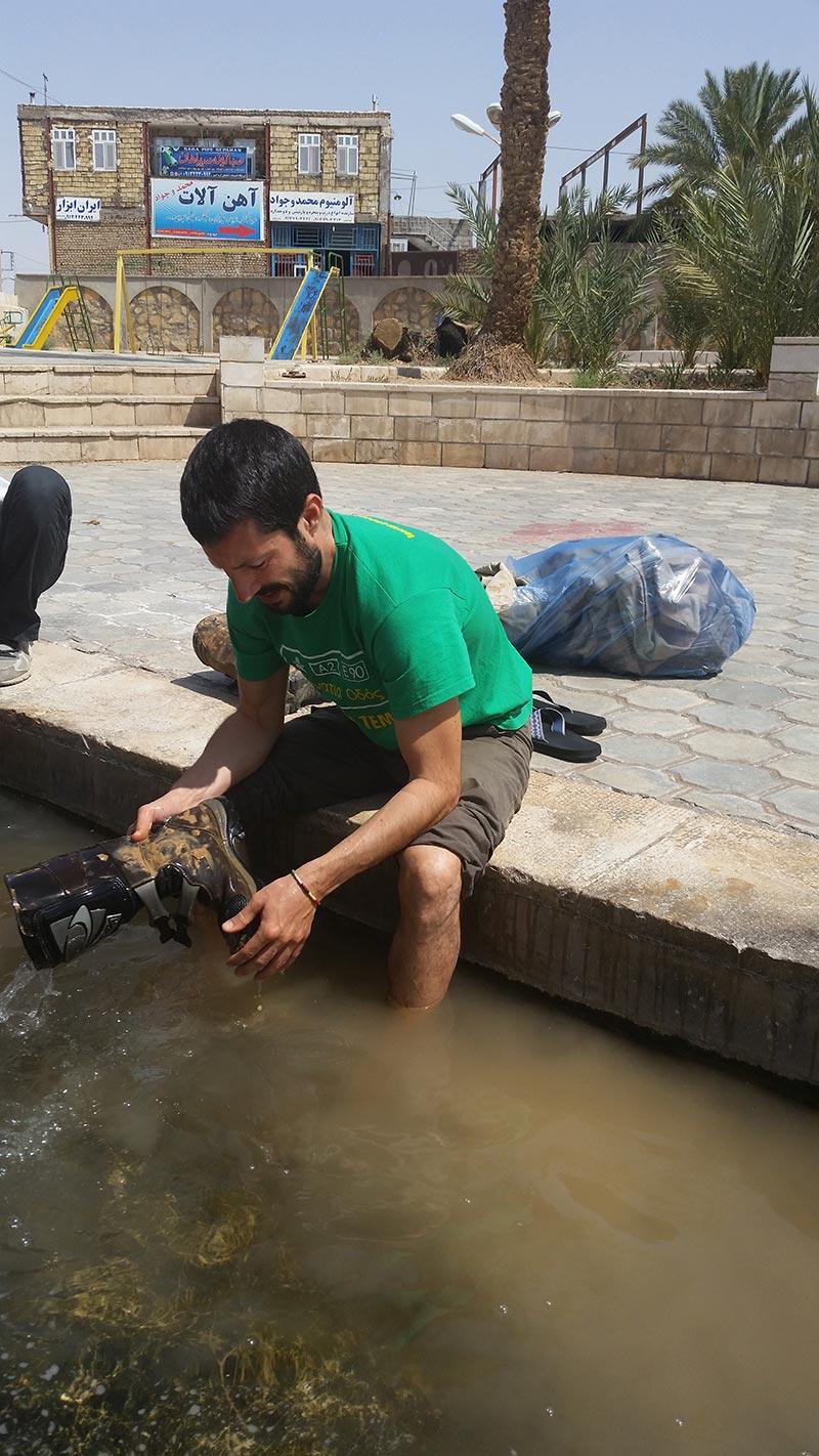 laviamo i vestiti a khur 2