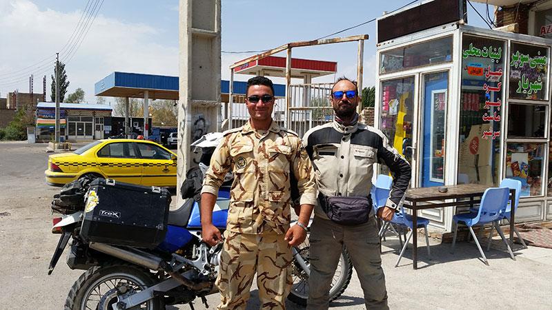 soldato iraniano assieme al Moroboschi