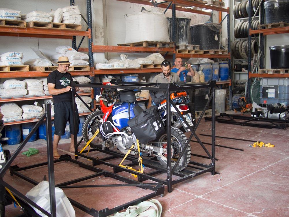 Come spedire una moto in Parmi