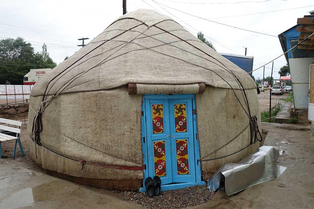yurta bordo strada