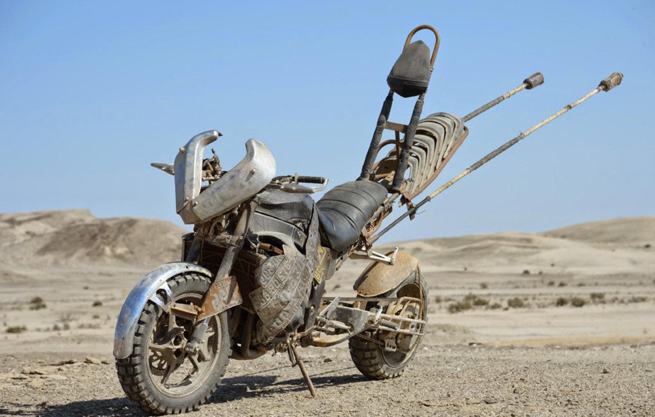 Sporcoendurista moto del film Mad Max Fury Road 15