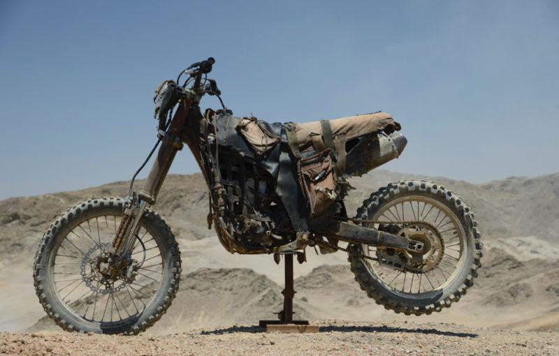 Sporcoendurista moto del film Mad Max Fury Road 2
