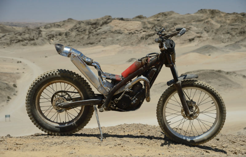 Sporcoendurista moto del film Mad Max Fury Road 3