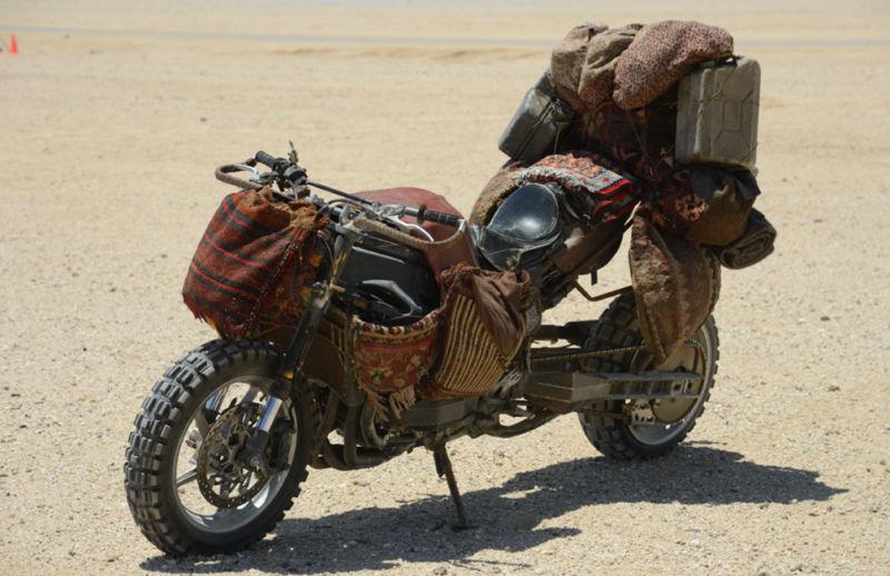 Sporcoendurista moto del film Mad Max Fury Road 9