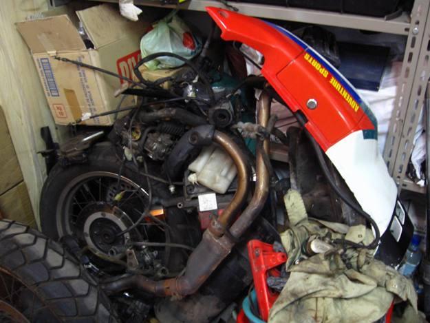 come restaurare una moto africa twin rd04