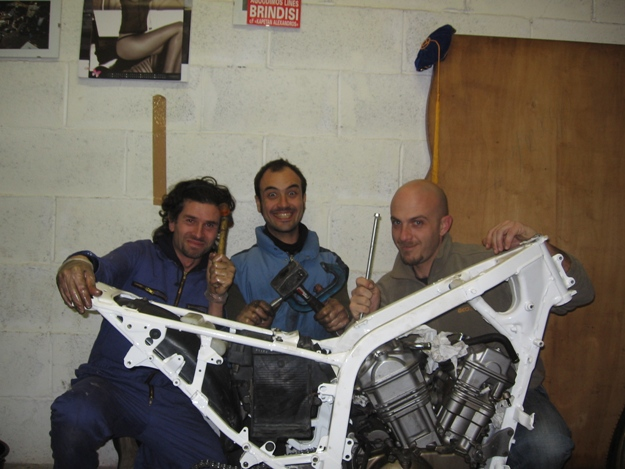 come restaurare una moto africa twin rd04 12