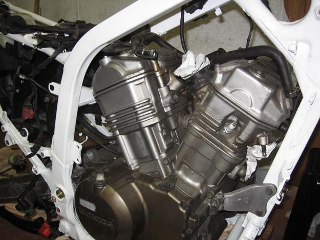 come restaurare una moto africa twin rd04 13