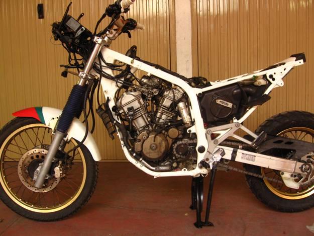 come restaurare una moto africa twin rd04 15