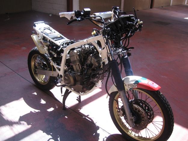 come restaurare una moto africa twin rd04 16