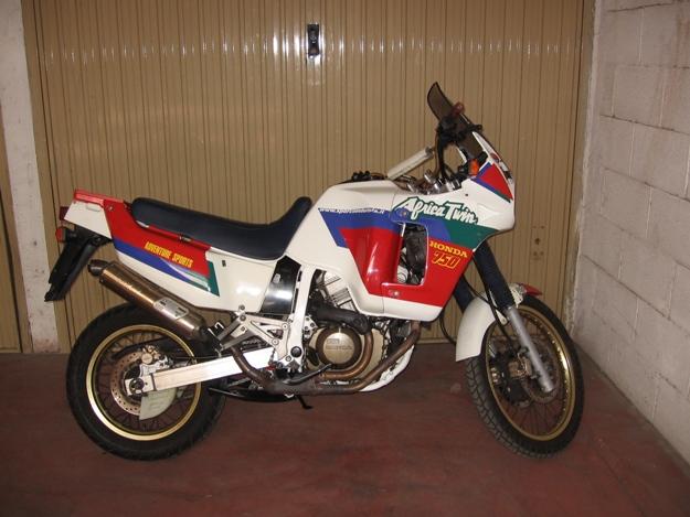 come restaurare una moto africa twin rd04 17