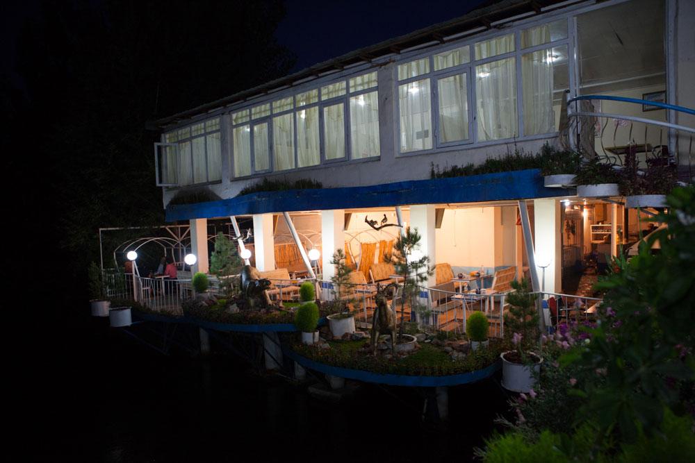 ristorante vista fiume Osh