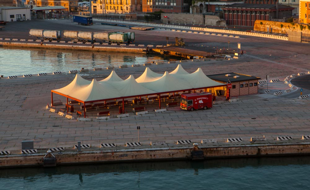 imbarco porto di Ancona in moto