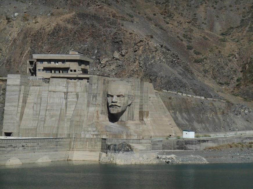kirov dam immagine scolpita nella pietra