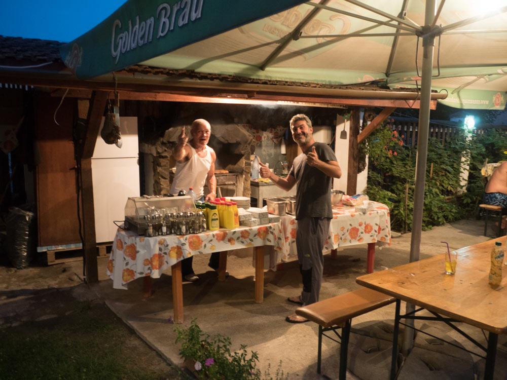 Arturo cucina i Mici a Geoagiu-Bai Terme